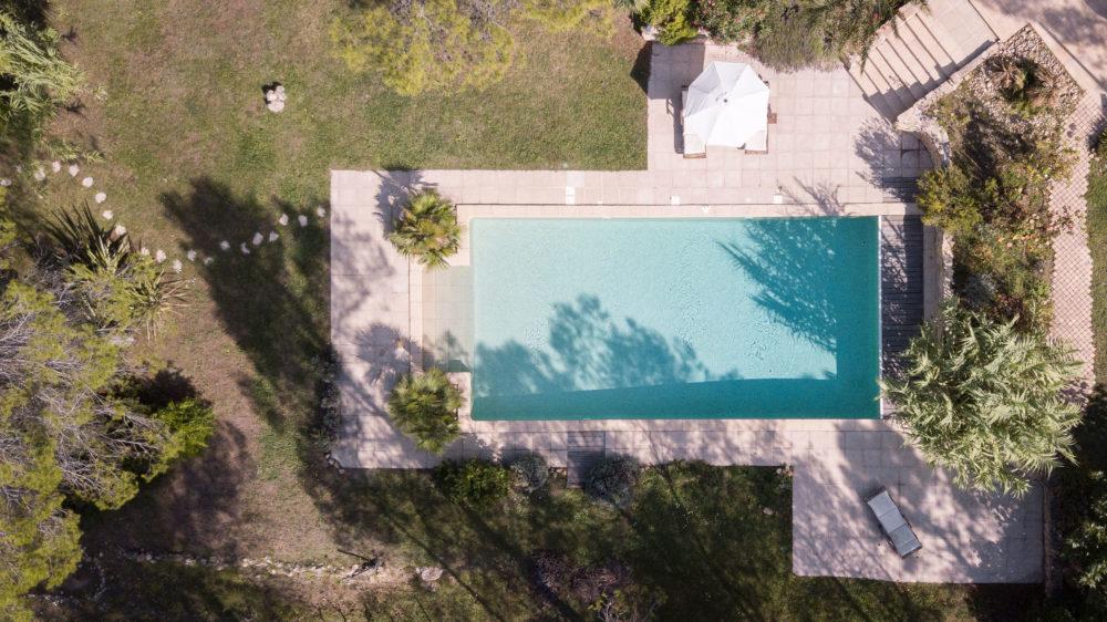 Le Queyron - piscine vue en drone